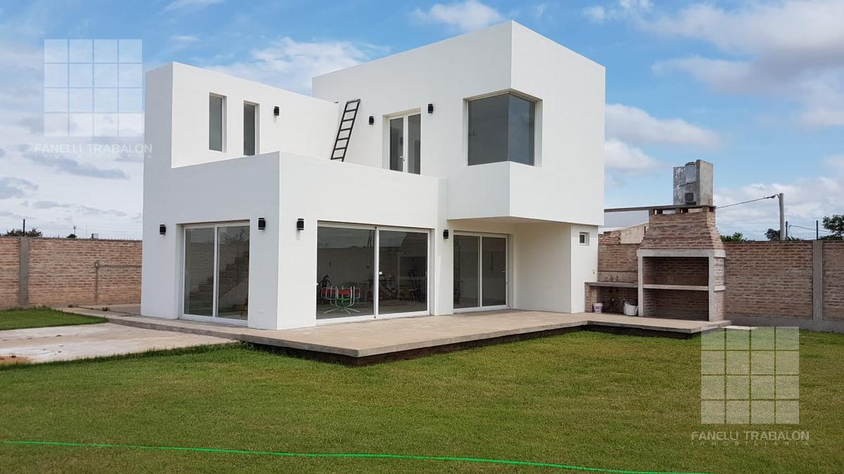 Foto Casa en Venta en  Piñeiro,  Presidencia Roque Saenz Peña  51 e/ 22 y 24