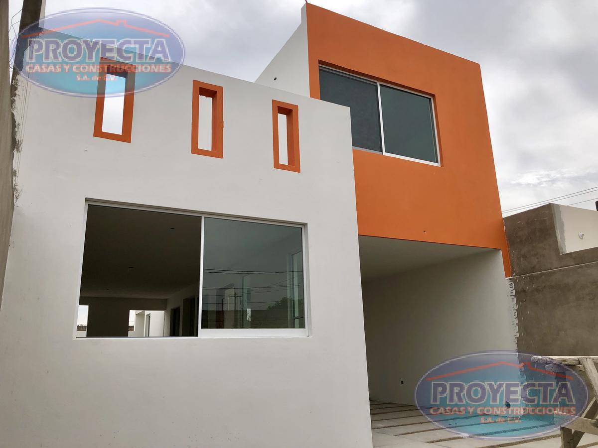 Foto Casa en Venta en  Valle del Guadiana,  Durango  AMPLIA CASA A 1/2 CUADRA DE CIRCUITO INTERIOR, COL. VALLE DEL GUADIANA