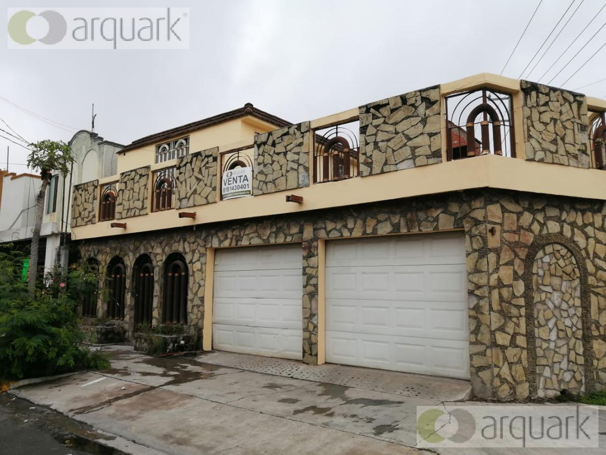 Foto Casa en Venta en  Enramada,  Apodaca  Casa en Esquina Ave. Concepción Barragán. Ideal Negocio