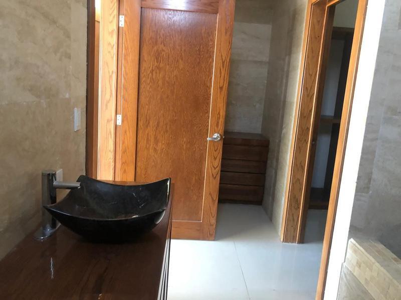 Foto Casa en Venta en  Fraccionamiento Bosques de San Francisco,  Chihuahua  CASA EN VENTA EN BOSQUES DE SAN FRANCISCO CON  VISTA AL CAMPO DE GOLF ALBERCA