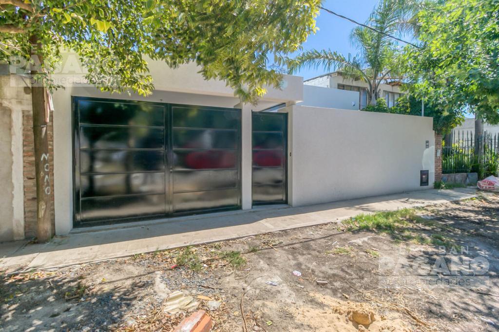 Foto Casa en Venta en  Los Hornos,  La Plata  142 entre 68 y 69