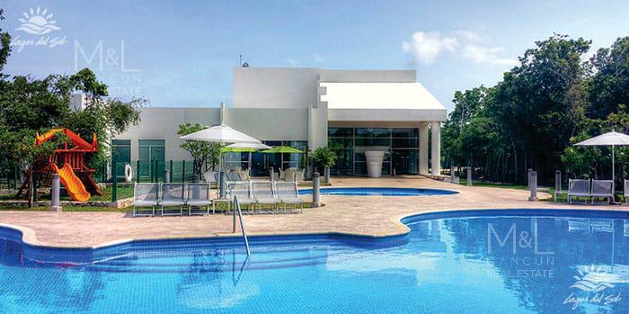Foto Terreno en Venta en  Lagos del Sol,  Cancún  Terreno en venta en Cancún Lagos Del Sol. Manzana Flamingos con Vista al Lago 559 m2