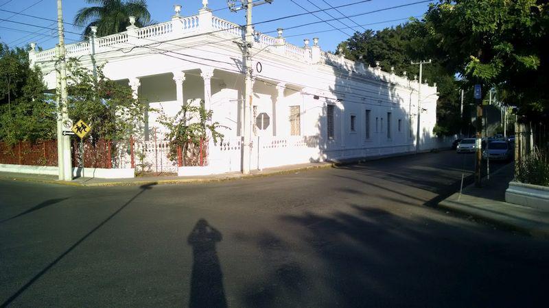 Foto Casa en Renta |  en  Itzimna,  Mérida   Casona en esquina frente al parque de Itzimná