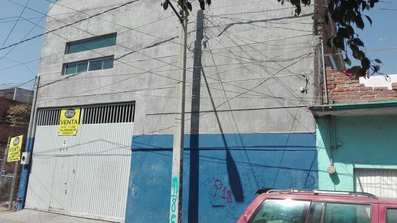 Bodega Venta en colonia La Brisa de 2 pisos y área de estacionamiento, León, Gto.