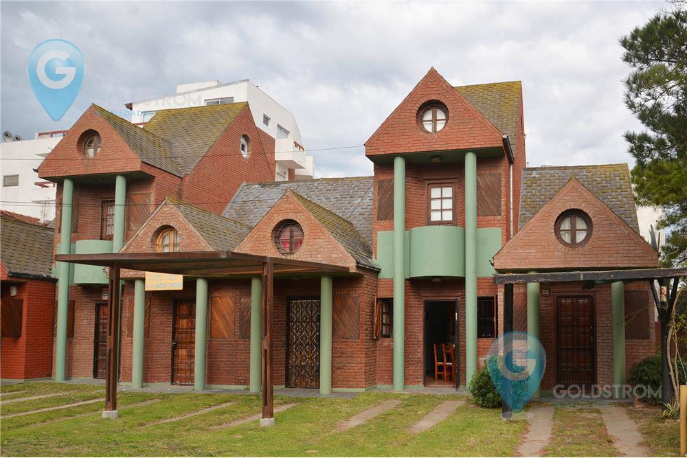 Foto PH en Venta en  Villa Gesell ,  Costa Atlantica  Paseo 105 y Avenida 2