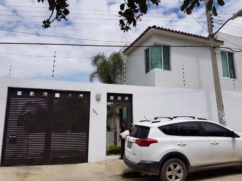 Foto Casa en Venta en  Jardín,  Oaxaca de Juárez          PRECIOSA CASA MUY AMPLIA NUEVA EN COL EL JARDIN, LUZ NATURAL 3 niv.     SOLO VENTA
