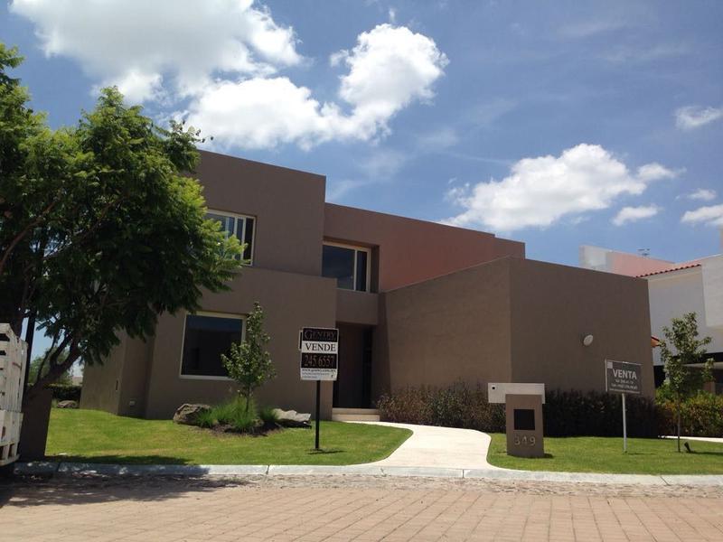 Foto Casa en Renta en  Fraccionamiento El Campanario,  Querétaro  Residencia en Venta y Renta el Campanario Para Estrenar