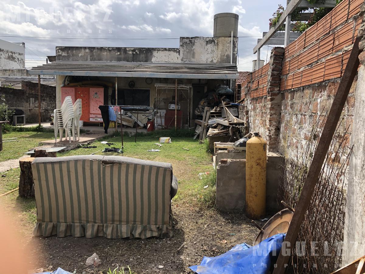 Foto Casa en Venta en  Lomas De Zamora ,  G.B.A. Zona Sur  VENTA CASA LOMAS DE ZAMORA CATAMARCA 155
