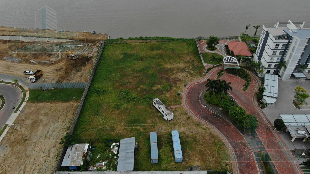 Foto Terreno en Venta en  Samborondón,  Guayaquil  VENTA DE TERRENO MULTIFAMILIAR EN ISLA MOCOLI