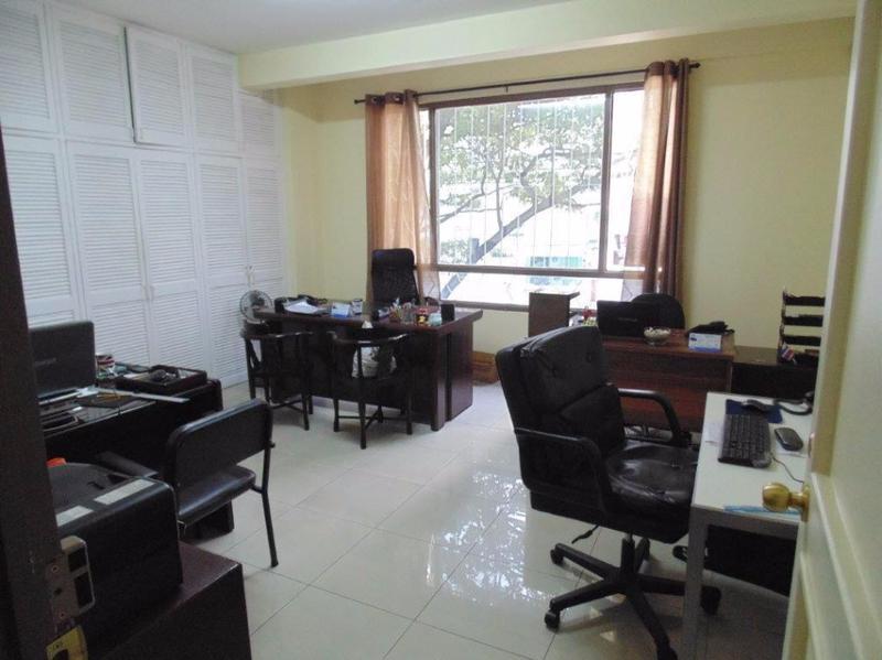 Foto Oficina en Renta |  en  Escazu,  Escazu  OFICINA DE 30 M2 EN TREJOS MONTEALEGRE, SERVICIOS INCLUIDOS.