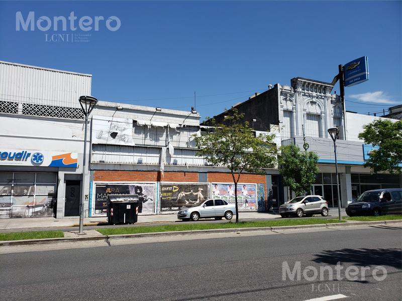 Foto Local en Venta en  Parque Chacabuco ,  Capital Federal  Av La Plata al 1600