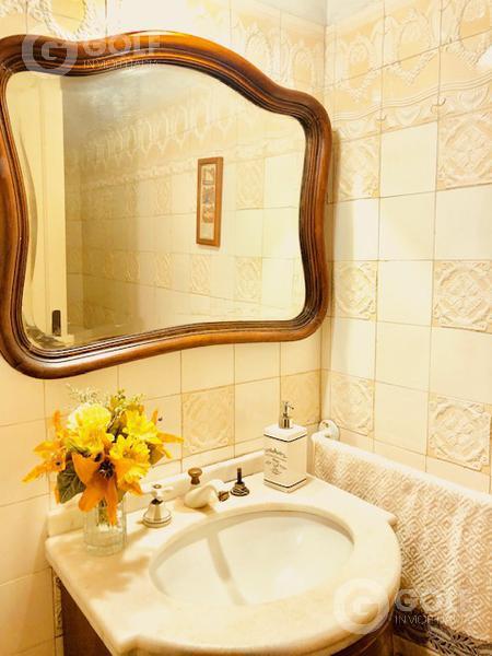 Foto Casa en Venta en  Prado ,  Montevideo  Excelente propiedad zona Agraciada y Juan Carlos Blanco. Ideal para empresa o para vivir.