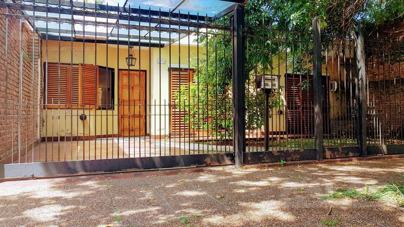 Foto Casa en Venta en  Ituzaingó ,  G.B.A. Zona Oeste  Trole al 1500