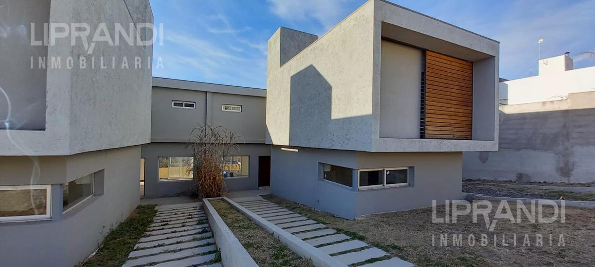 Foto Casa en Venta en  La Carolina,  Cordoba Capital  Av. RECTA MARTINOLLI 8700 -  RECIBE MENOR -