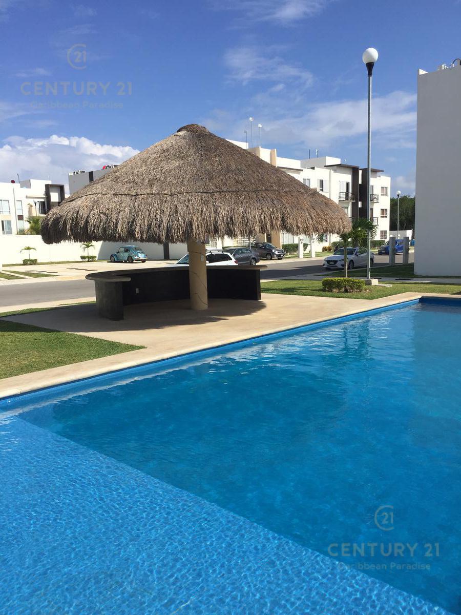 Foto Departamento en Renta en  Playa del Carmen,  Solidaridad  Departamento amueblado de 3 recamaras sobre Av Constituyentes P2831