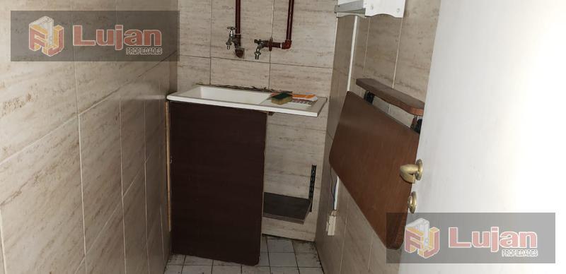Foto Local en Venta en  Floresta ,  Capital Federal  Local, sobre Directorio y Dolores, floresta, 45 m2 más sótano impecable.