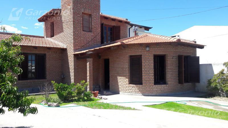 Foto Casa en Venta en  Playa Union,  Rawson  Ing. Lapido al 200