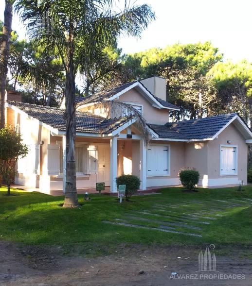 f03fe9ad894 Foto Casa en Venta en Pinamar