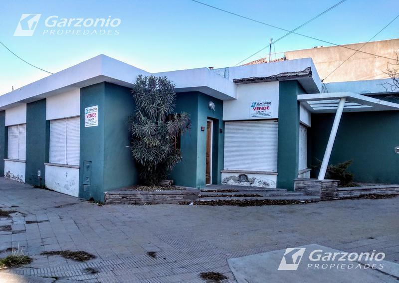 Foto Casa en Venta en  Trelew ,  Chubut  Mitre esquina Chile
