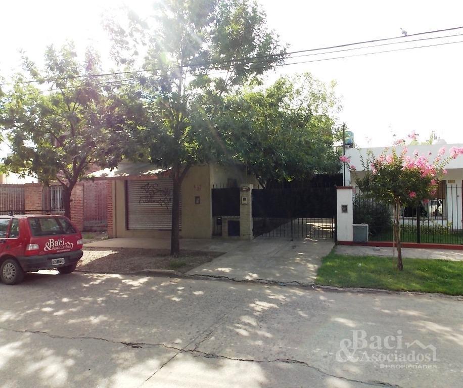 Foto Casa en Venta en  Ezeiza ,  G.B.A. Zona Sur  Tuyuti al 400
