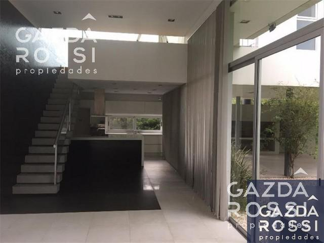 Foto Casa en Venta | Alquiler en  El Centauro,  Countries/B.Cerrado  Sargento Cabral al 2700