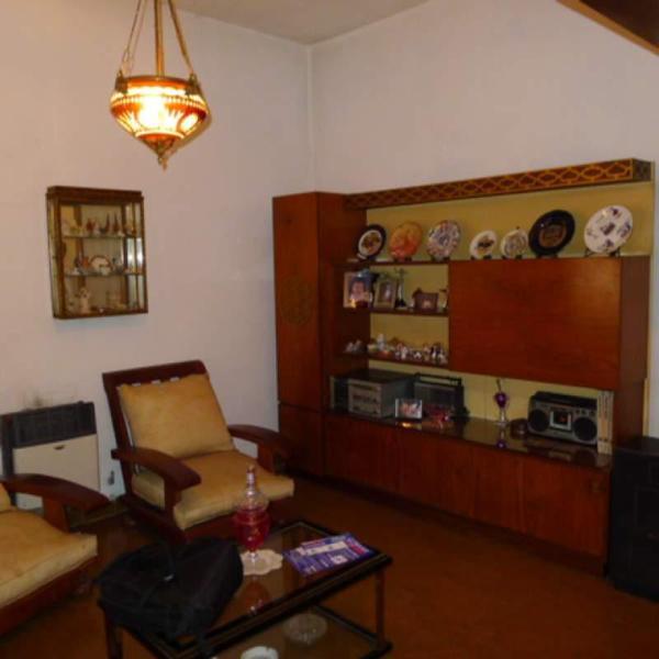 Foto Casa en Venta en  Banfield,  Lomas De Zamora  Castro Barros 824