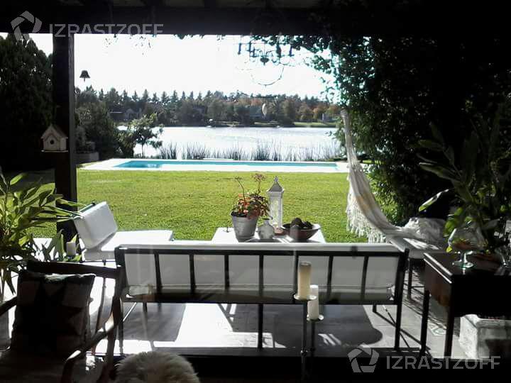 Casa-Venta-Altamira-Muy linda casa a la laguna