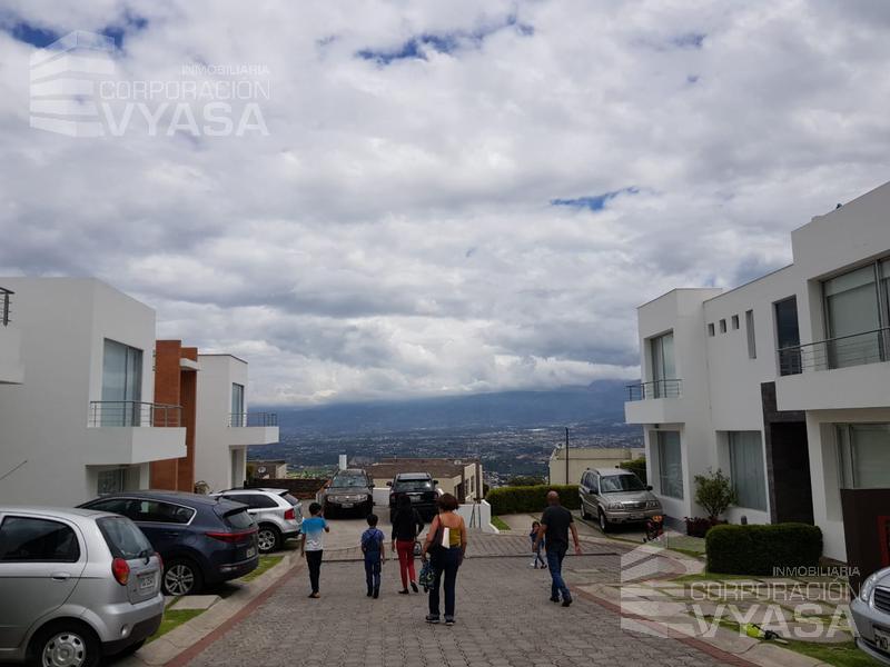 Foto Casa en Venta en  Cumbayá,  Quito  Cumbayá - San Juan,  Casa de Venta Dentro de un Conjunto, 141 m²