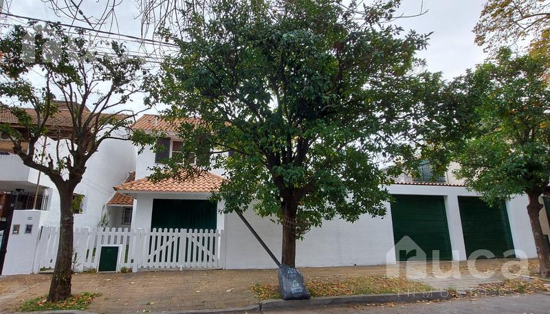 Foto Casa en Venta en  La Lucila-Vias/Maipu,  La Lucila  Importante casa sobre dos lotes de terreno en el corazón de La Lucila | Wineberg 3874/76/78