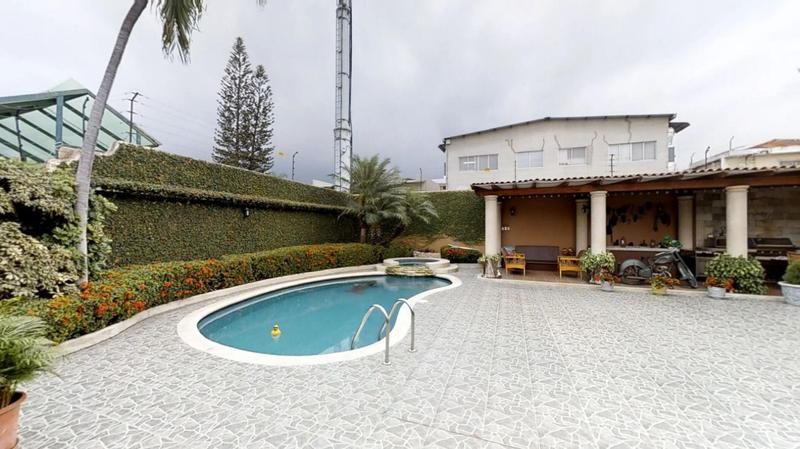 Foto Casa en Venta en  Norte de Guayaquil,  Guayaquil  VENTA VILLA UNA PLANTA URDESA CENTRAL