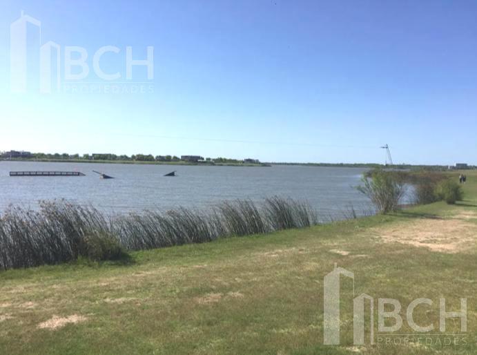 Foto Terreno en Venta en  Muelles,  Puertos del Lago  Lote a la laguna en venta en el barrio Muelles - Puertos del Lago - Escobar