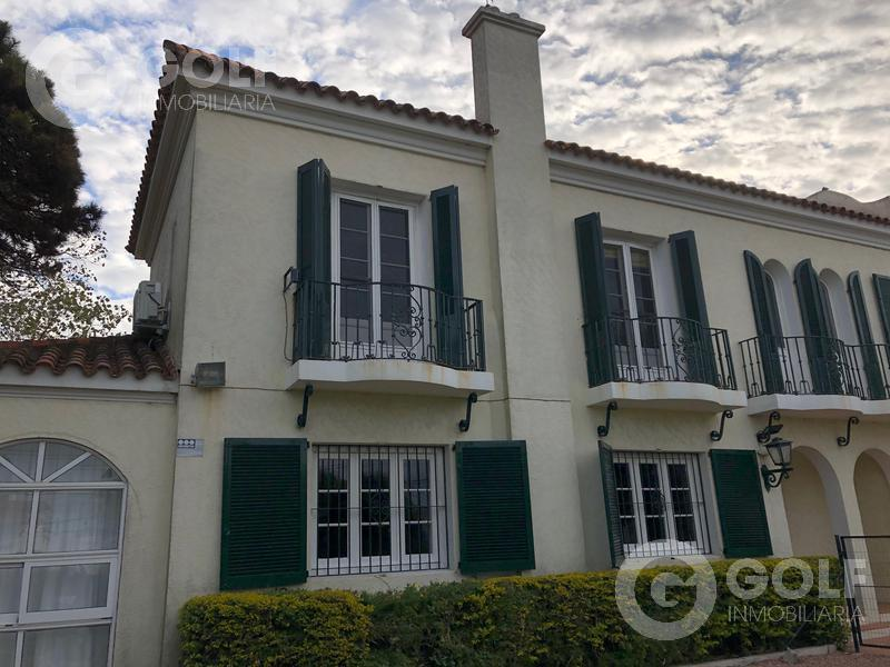Foto Casa en Venta en  Punta Gorda ,  Montevideo  Casa de 5 dormitorios con gran jardín, piscina, parrillero