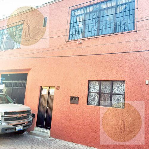 Foto Casa en Venta en  Tequisquiapan Centro,  Tequisquiapan  Amplia casa estilo rústico