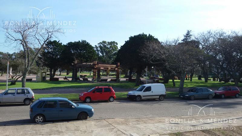 Foto Departamento en Alquiler en  Centro,  Piriápolis  Circunvalación Plaza Artigas alquiler por temporada