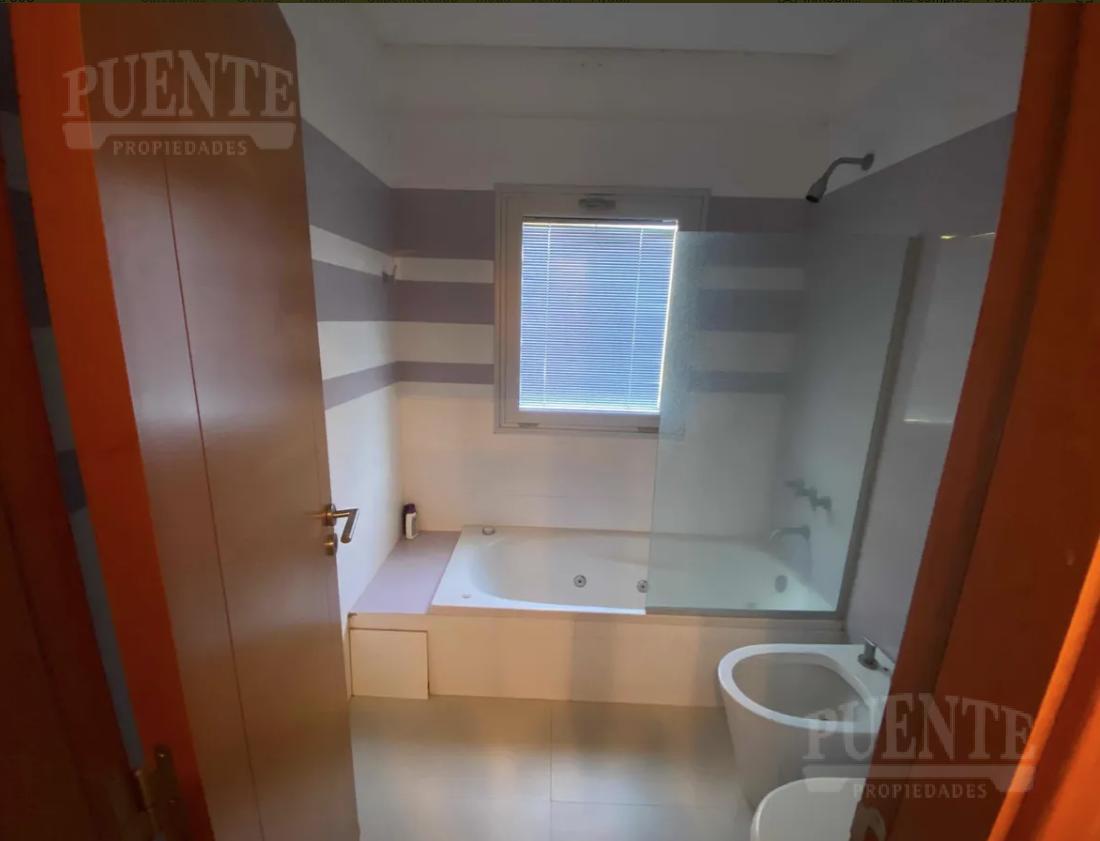 Foto Casa en Venta | Alquiler en  Saint Thomas,  Countries/B.Cerrado (E. Echeverría)  Saint Thomas Sur