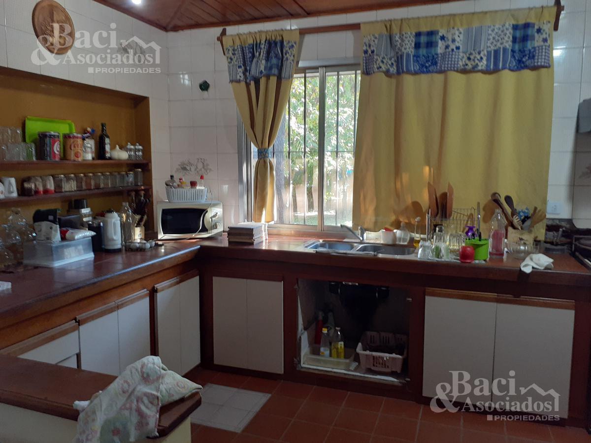 Foto Casa en Venta en  Monte Grande,  Esteban Echeverria  Amat al 1200