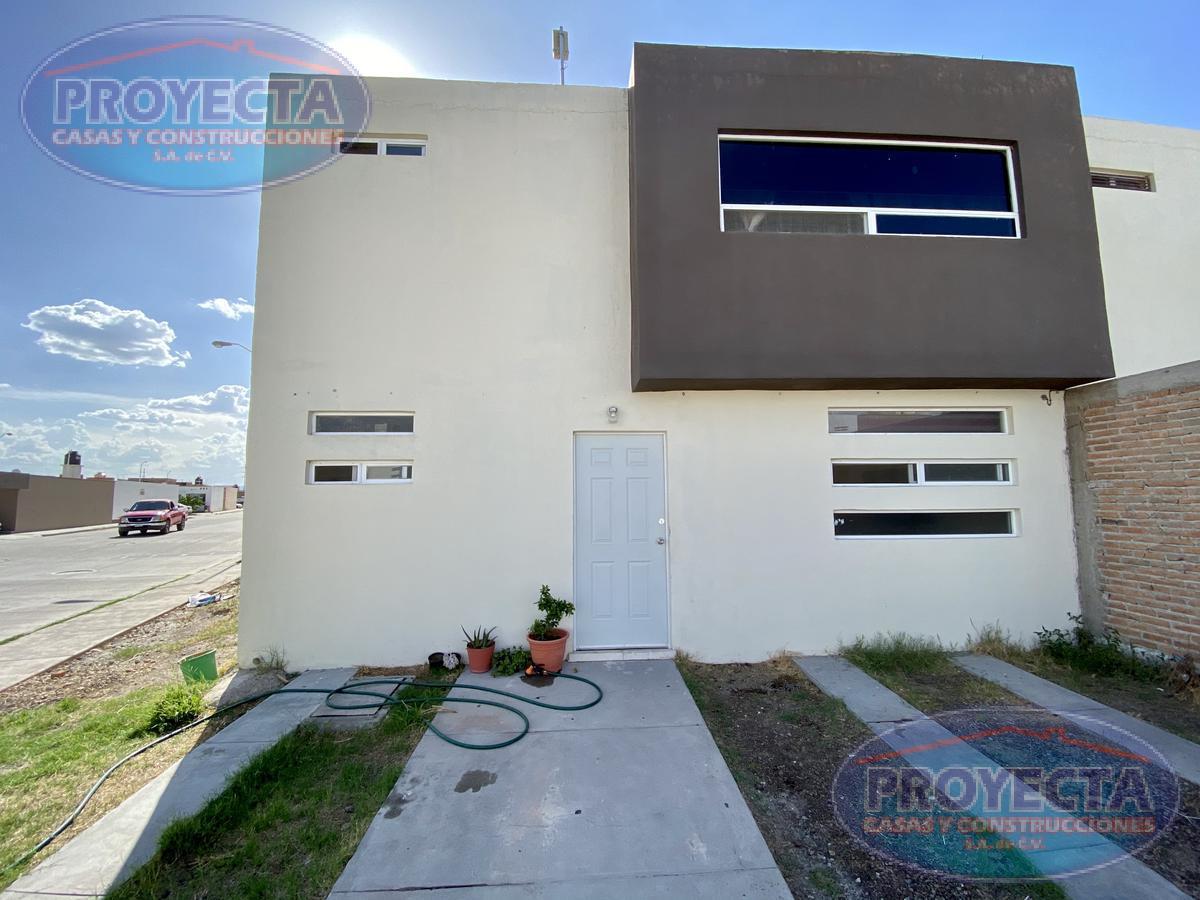 Foto Casa en Venta en  Rancho San Miguel,  Durango  CASA EN ESQUINA CON TERRENO AMPLIO EN FRAC PRIVADO CERCA DE  SAMS EL EDEN