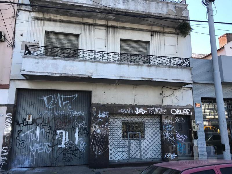 Foto Edificio Comercial en Venta en  Avellaneda ,  G.B.A. Zona Sur  Hipólito Yrigoyen al 1900