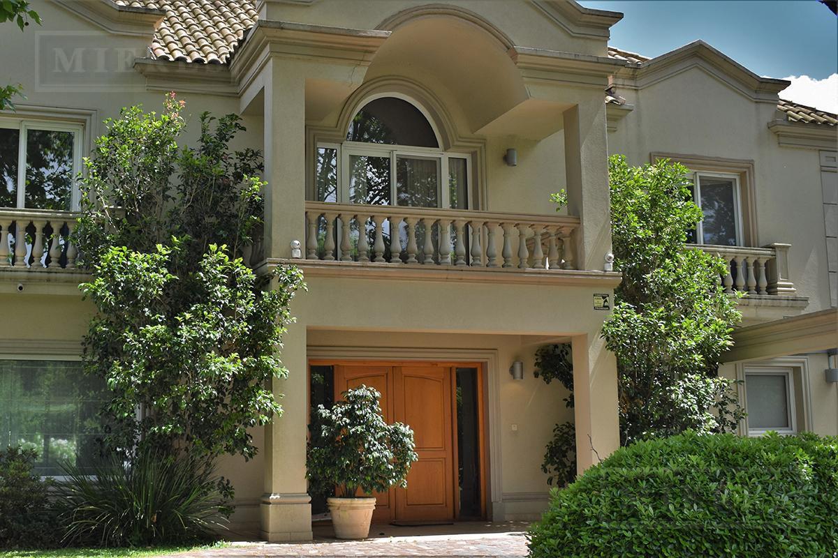 Casa de 350 mts. en Ayres de Pilar