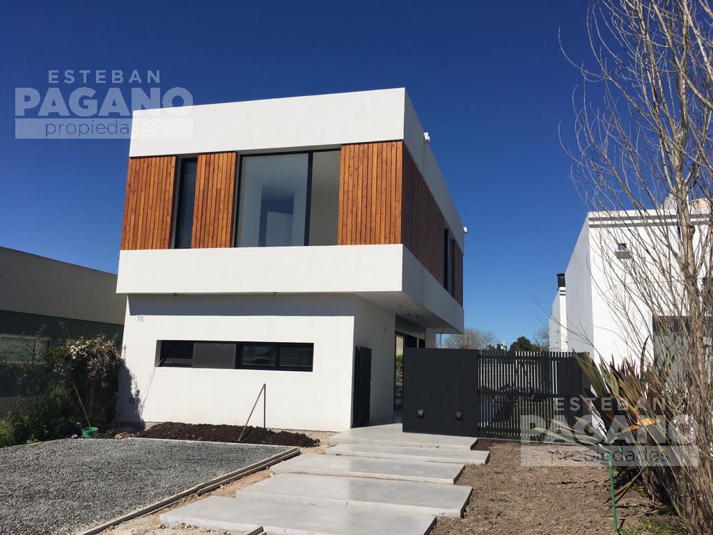 Foto Casa en Venta en  City Bell,  La Plata      448 e 27 y 28