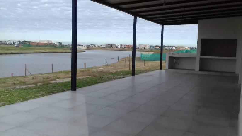 Foto Casa en Venta en  Puertos del Lago,  Countries/B.Cerrado (Escobar)  Ceibos al 200