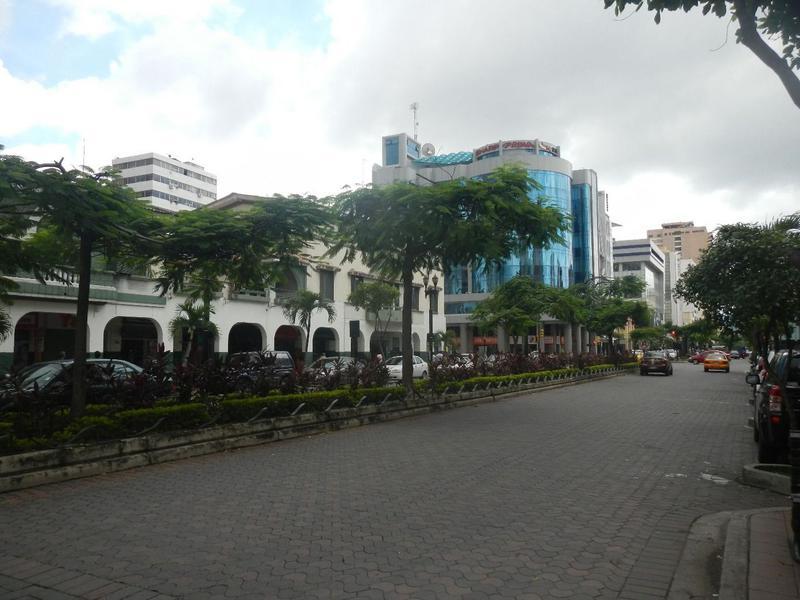 Foto Local Comercial en Alquiler en  Centro de Guayaquil,  Guayaquil  ALQUILO LOCAL COMERCIAL CERCA AEROVÍA ESTACIÓN 9 OCTUBRE