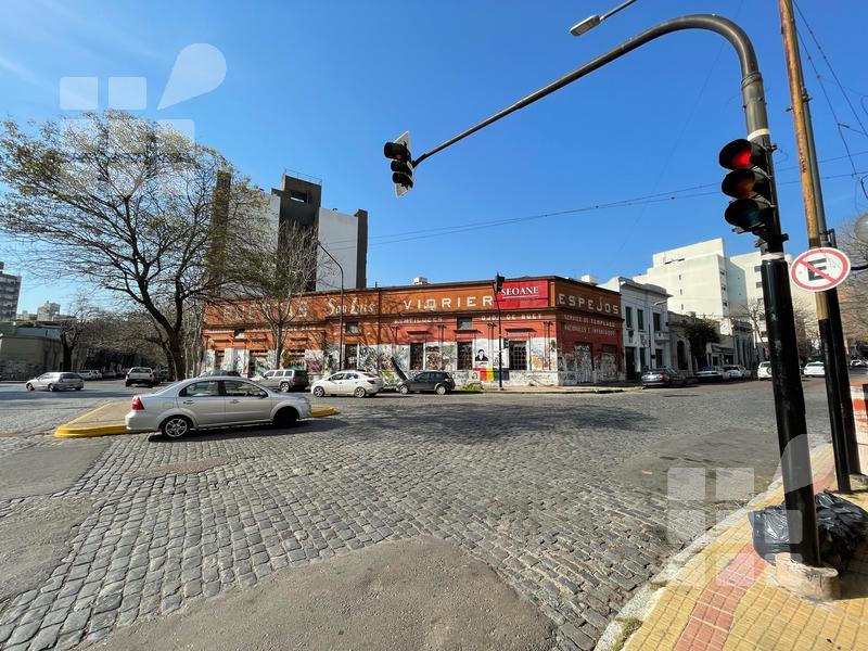 Foto Local en Alquiler en  La Plata ,  G.B.A. Zona Sur  5 esq 58