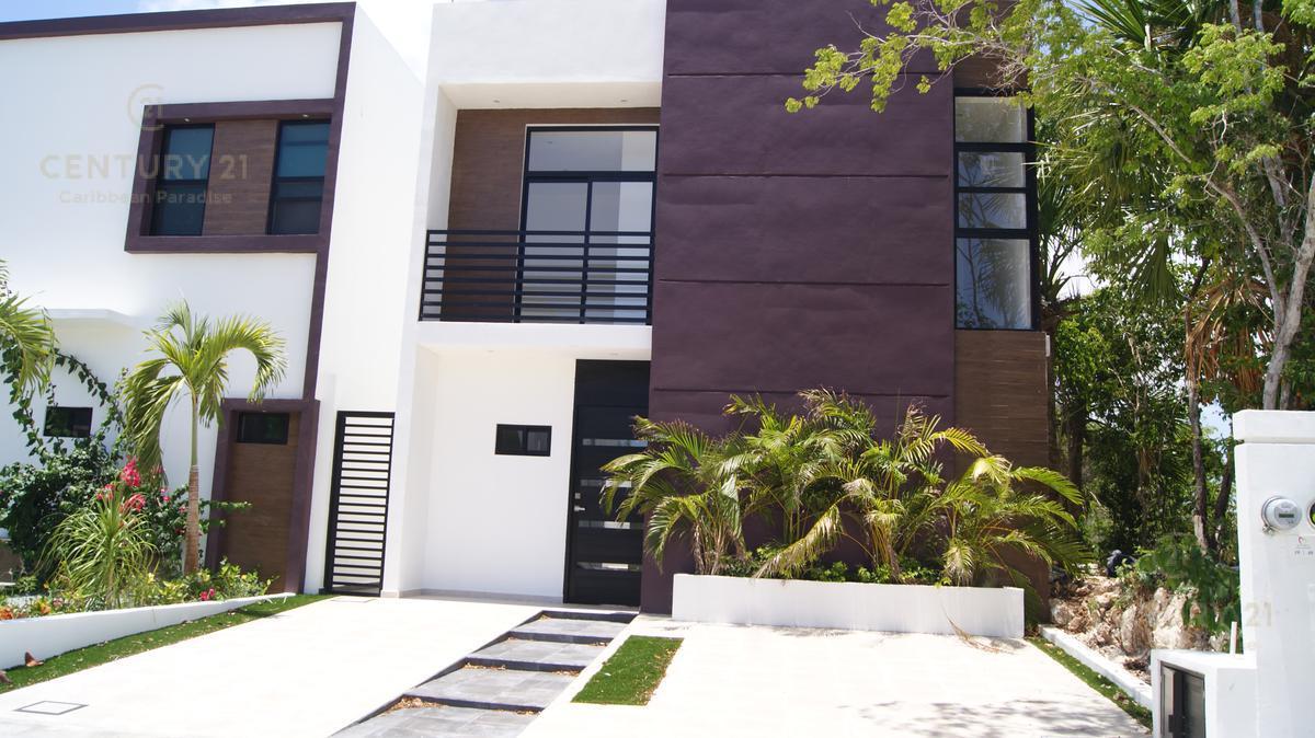 Foto Casa en Renta en  Playa del Carmen ,  Quintana Roo  Nueva casa en renta con hermosos acabados y jacuzzi en El Encuentro Playa del Carmen P2863
