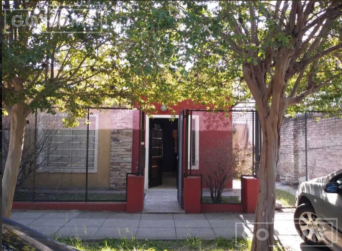 Foto Casa en Venta en  Castelar,  Moron  Carlos Casares al 1800