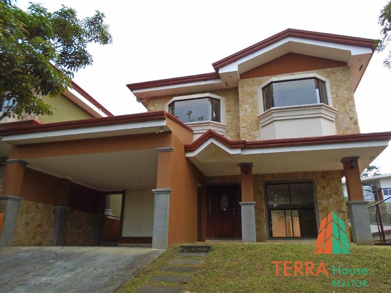 Foto Casa en Renta en  Colon,  Mora  SE ALQUILA, AMPLIA Y HERMOSA CASA, 3 HABS + SERVICIO.