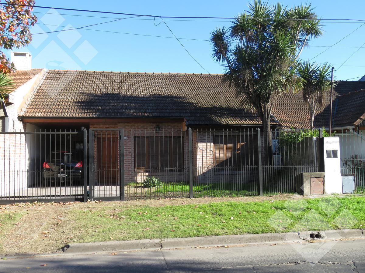 Foto Casa en Venta en  Castelar Norte,  Castelar  Dean Funes al 1800