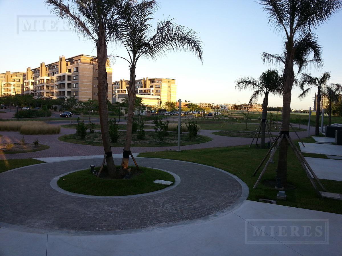 North Coral Plaza