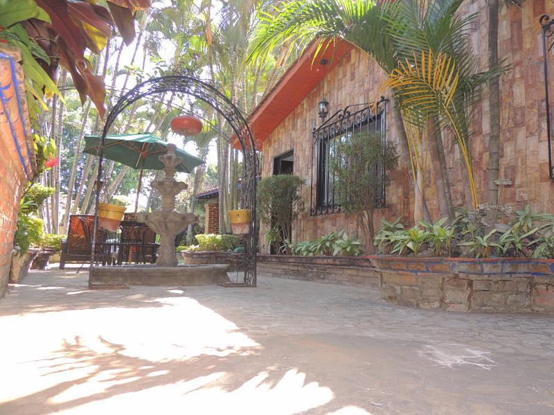 Foto Casa en Venta en  Fraccionamiento Jardines de Acapatzingo,  Cuernavaca  Venta de casa en Acapatzingo, cancha de tenis, alberca, jacuzzi...Clave 1465