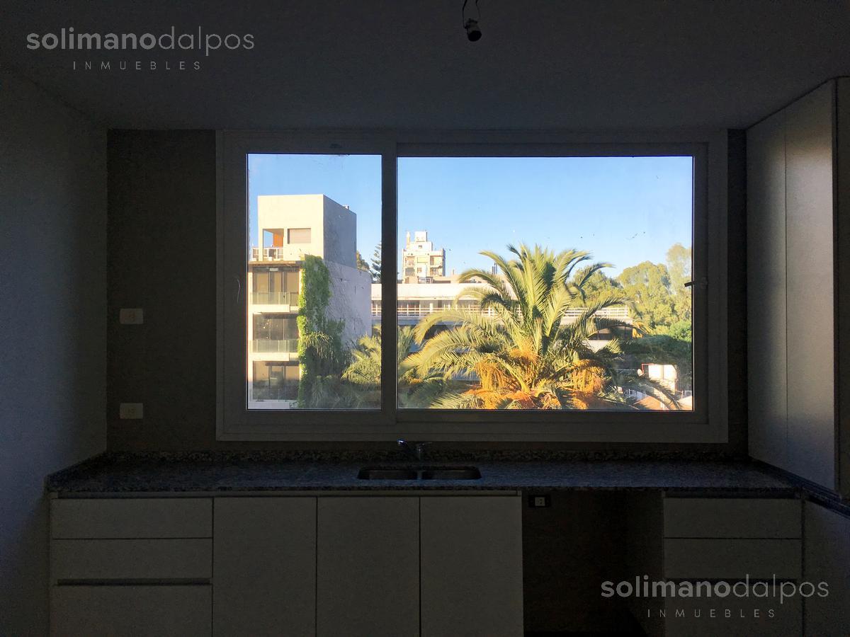 Foto Oficina en Venta   Alquiler en  V.Lopez-Vias/Rio,  Vicente Lopez  SOLIS, Juan Diaz de al 1982